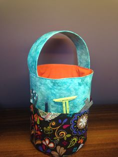 Bucket bag for knitters or other craft project
