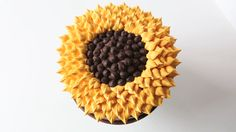 How to Frost a Sunflower Cake: Who knew sunflowers could be so delicious? Sink your teeth into this tasty floral treat.