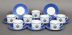 """10 große Tassen mit Untertassen, Cartier, """"La Maison Venetienne"""" (Vogeltränkendekor, mit blauem Zi"""