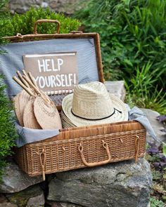 Straw hats and fans to keep guests cool and comfortable
