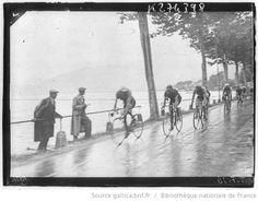 Tour de France 1936, 6e étape Évian-Aix les Bains le 13 juillet : le peloton sur une route longeant le lac Léman