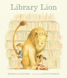 """Library Lion - Michelle Knudsen, Kevin Hawkes; Varsta: 3+ Povestea exploreaza mesaje despre reguli si exceptii intr-un mod plin de sens. Copiii se vor vedea cu usurinta in pielea leului salbatic care tanjeste sa exploreze si sa se bucure de biblioteca,, dar isi vor face griji si cu privire la constrangeri. """"Intr-o zi un leu a venit la biblioteca"""" - intriga din prima propozitie."""