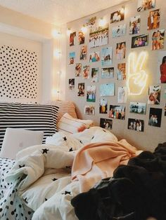 39 Cute Dorm Rooms We're Obsessing Over Right Now – By Sophia Lee this dorm room is my favorite room I have seen ever. literally copying this entire dorm room decor Cute Room Ideas, Cute Room Decor, Room Decor Bedroom, Bed Room, Bedroom Inspo, Bedroom Lighting, Diy Bedroom, Fall Bedroom, Bedroom Rugs