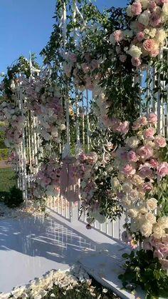 Outdoor Wedding Decorations, Decor Wedding, Wedding Ideas, Wedding Cakes, Wedding Mandap, Chandelier Wedding Decor, Indoor Wedding Arches, Indian Wedding Receptions, Pool Wedding