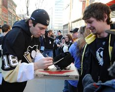 James Neal autographing at AE STUDENT RUSH PIZZA DELIVERY, March 4, 2013