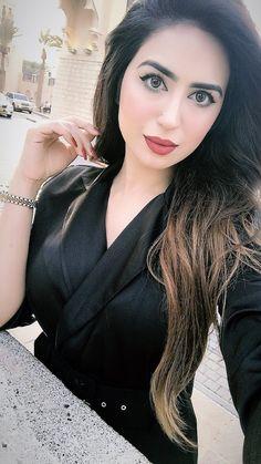 αиgєℓ ѕαяυ♥ Stylish Girl Pic, Cute Girl Photo, Girl Photo Poses, Girl Photos, Beautiful Girl Photo, Beautiful Eyes, Indian Girls Images, Pakistani Girl, Bikini