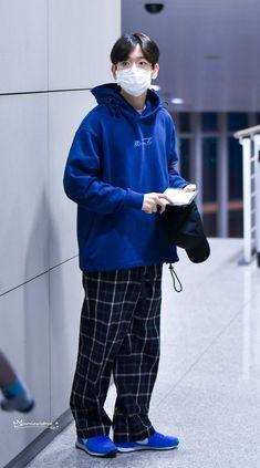 Exo Korean, Korean Men, Japan Fashion, Kpop Fashion, Airport Fashion, Baekhyun Fanart, Chanyeol, Airport Style, Cute Outfits