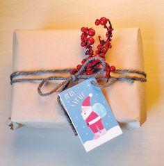 Tag Natalizi da scaricare e stampare  Ormai manca veramente pochissimo a Natale, qui Babbo Natale è all'opera già da un po' e sta cercando di esaudire tutti i desideri dei bambini. Ma ai pacchetti…