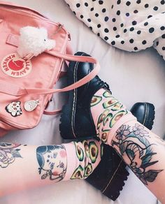 Fjallraven - Kanken Mini Classic Backpack for Everyday Dark Tumblr, All Star, Japanese Aesthetic, Unique Shoes, Types Of Fashion Styles, Body Art Tattoos, Color Splash, Kawaii, Well Dressed