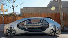 """Renault hat sich mit seiner Strategie """"Drive the Future"""" ganz schön was vorgenommen. Bis 2022 sollen 15 neue Fahrzeuge auf den Markt kommen, die immer ein bisschen mehr autonom fahren können. Das Symbiose Demo Car ist ein erster Versuch. Viel spannender finde ich allerdings das EZ-GO Robo-Taxi."""