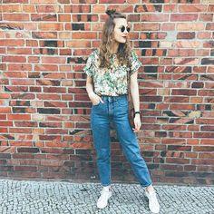 Summer vibes // #ootd #outfit #upontheblog #allvintageeverything #secondhand #2hand #safari #rayban #highwaistjeans #denim #slowfashion #slowfashionblogger #vintageblogger #2hand