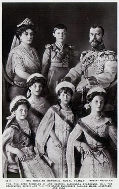 The Last Russian Royal Family: Tsarina Alexandra, Tsarevich Alexei, Tsar Nicholas II and Grand Duchesses Olga, Tatiana, Marie and Anastasia Anastasia Romanov, Olga Romanov, La Familia Romanov, Czar Nicolau Ii, Tsar Nicolas, House Of Romanov, Imperial Russia, Jolie Photo, Kaiser