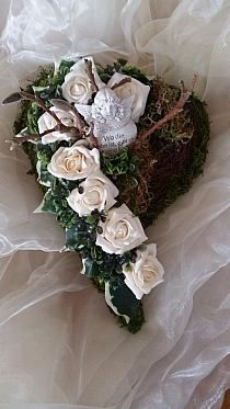 Funeral Arrangements, Flower Arrangements, Christmas Wreaths, Christmas Crafts, Sympathy Flowers, Autumn Decorating, Funeral Flowers, How To Preserve Flowers, Flower Bouquet Wedding