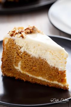 Carrot Cake Cheesecake to add to your Easter menu planning! A fluffy and super moist, lower in fat, lighter in calories carrot cake layered with a creamy, lemon scented cheesecake. The BEST of both worlds! Cheesecake Factory Carrot Cake, Cheesecake Cake, Cheesecake Recipes, Cheese Cake Factory, Köstliche Desserts, Dessert Recipes, Moist Carrot Cakes, Savoury Cake, Let Them Eat Cake