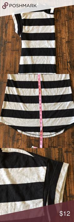 """🖤FOREVER 21 SS TEE🖤 Black & grey stripes••folded cap sleeve••rounded bottom hem w/the back just a little bit longer••GUC•• 26"""" length down the front & 27.5"""" down the back•• 60% cotton 40% polyester••please feel free to ask any questions!! Forever 21 Tops"""