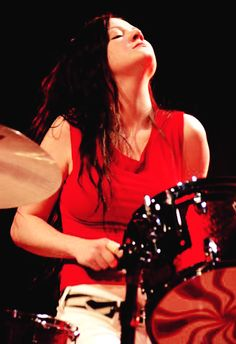 Meg White The White Stripes Meg White, Jack White, Girl Drummer, Female Drummer, Female Singers, Drums Girl, Guitar Girl, The White Stripes, Rock Roll