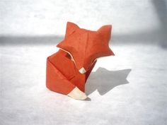 Origami fox, by KeepFoldingOn. How to fold a fox… Origami Ball, Origami Yoda, Origami And Quilling, Money Origami, Origami Paper Art, Paper Crafts, Origami Design, Origami Instructions, Origami Tutorial