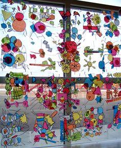 stained glass window diy - motiv er interessant - ej reel glas - men lavet af børn, ophængt foran vindue -