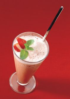 Who doesn't love a Strawberry Lemonade Smoothie?!