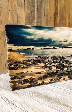 Elbe beach on wooden slats with broken edges. Our pressure on wood . Rustic Painting, Painting On Wood, Wooden Slats, String Art, Cartoon Drawings, Wood Art, Vintage Designs, Landscape Paintings, Photo Art