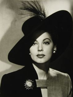 Old Hollywood Glamour: 10 Actresses Who Inspire Me. Here's Ava Gardner. Vintage Glamour, Glamour Hollywoodien, Vintage Beauty, Vintage Vogue, Vintage Hollywood, Old Hollywood Glamour, Classic Hollywood, Ava Gardner, Hollywood Stars