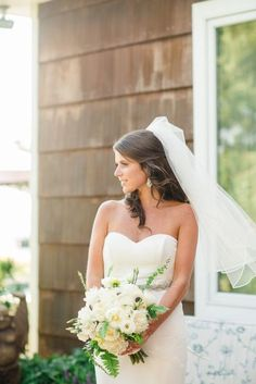 Nautical bride: http://www.stylemepretty.com/delaware-weddings/2015/03/10/nautical-summer-wedding-on-rehoboth-beach/ | Photography: Rachel Pearlman - http://www.rachelpearlmanphotography.com/