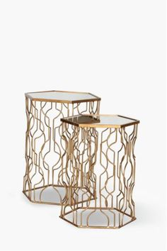 This structured metal side tables are perfect for a contemporary living and an urban interior setting. Metal No assembly required. Metal Side Table, Side Tables, Interior Decorating, Diy Interior, Modern Furniture, New Homes, House Design, Contemporary, Metallic Decor