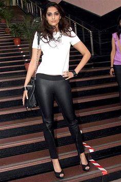 Leather Pants Outfit, Black Leather Pants, Andrea Hot, Skirt Fashion, Fashion Dresses, Alexandra Daddario Images, Parneeti Chopra, Heena Khan, Jean Top