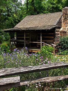 """Un peu comme """"La petite maison dans la prairie"""" ou """"La petite maison dans les grands bois""""! <3"""