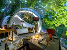 Stop booking boring hotels, and opt for a more exciting travel accommodation - a bubble room. These bubble rooms are… Bubble House, Popular Honeymoon Destinations, Travel Destinations, Sleeping Under The Stars, Unique Hotels, Kayak, Maurice, Welcome Decor, Beautiful Islands