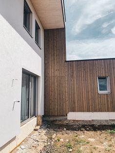 #holzhaus #clt #hausbau #hausbauinspiration #eigenheim Modern, Garage Doors, Outdoor Decor, Home Decor, Wood Facade, Build House, Projects, Trendy Tree, Decoration Home