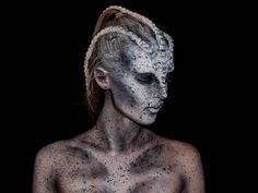 Bodypainting : La princesse Lara Wirth se transforme en monstres