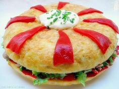 Tortilla de patatas rellena de atún y piquillos
