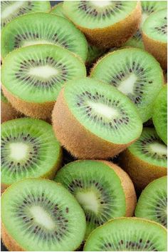 Top 10 Health And Medicinal Benefits Of Kiwi--Great for your skin because it is loaded with Vitamin C. I loooove kiwi! Fruit And Veg, Fruits And Vegetables, Fresh Fruit, Juicy Fruit, Kiwi Benefits, Health Benefits, Photo Fruit, Fruit Photography, Beautiful Fruits