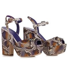 LE SILLA Purple Sandal In Dibujo Python And Crystals. #lesilla #shoes #sandals