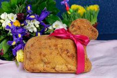 Velikonoční beránek podle receptu mojí maminky je tak vláčný a dobrý, že mu nějaký tlamolep či beránek s čoko polevou nemůže konkurovat. Jen ochutnejte :) Easter, Bread, Baking, Food, Easter Activities, Brot, Bakken, Essen, Meals