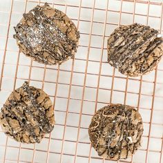Keep your cookies tasting as fresh as the day you baked them with a few of these sweet and simple storage tips and tricks. Cacao Chocolate, White Chocolate Chips, Melting Chocolate, Chocolate Crinkle Cookies, Chocolate Crinkles, Chewies Recipe, Food Inc, Shortbread Bars, Cookie Frosting