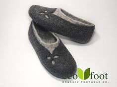 Felted slippers Women home shoes Grey Natural Women slippers Eco fashion Traditional felt 100% wool Women winter shoes Woolen Clogs Non slip  Felted slippers are made with natural organic materials only. Buy a best wool house shoes gift handmade - warm indoor footwear.  Soles - micropora - non slip!  These felted clogs are exactly what you need. Made with sheep wool they will care about your feet all year, so think about the comfort for your feet! Why should you choose this product?  •…