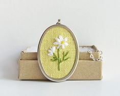 White daisies necklace, April birthday gift, 5th wedding anniversary gift, embroidered jewelry, silk ribbon embroidery