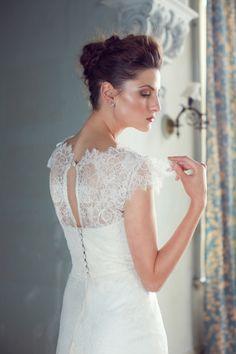 Modelos de vestido de noivas sofisticados, românticos, de cair o queixo. Conheça a estilista Karen Willis Holmes.