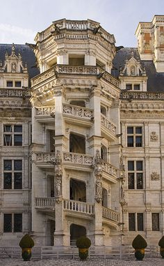 STAIRCASE, BLOIS CHATEAU // Francois Mansart // 1515-1519 // French Renaissance - renaissance features coming in here.
