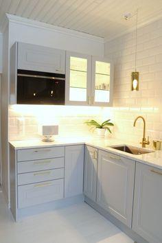 Kitchen Cabinets, House Styles, Blog, Home Decor, Kitchens, Furniture, Interior Design, Home Interior Design, Dressers