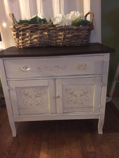 Jan 2016 - Old wash stand painted in ASCP old white and top stained with GF java gel stain. Hand Painted Furniture, Refurbished Furniture, Furniture Makeover, Diy Furniture, Java Gel Stains, Wooden Plant Stands, Diy Nightstand, Wash Stand, Wood Crates