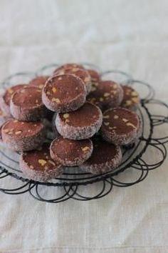 香ばしナッツのココアサブレ(cotta)