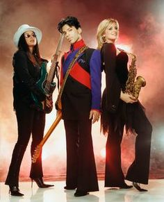 Prince with bassist Rhonda Smith - left, and saxophonist Candy Dulfer - right. Princes Fashion, High School Memories, Prince Images, Prince Of Pop, The Artist Prince, Paisley Park, Roger Nelson, Prince Rogers Nelson, Purple Reign