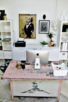 A Colorful Midwestern Home Filled with Flea Market Finds – Chic Home Office Design Chic Home, Pink Desk, Design Sponge, Cool Office Space, Interior, Flea Market Finds, Home Office Design, Office Wall Design, Living Room Design Inspiration