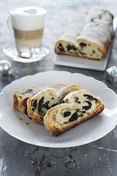 Marcipános aszalt szilvás stollen Doughnut, Bacon, Muffin, Breakfast, Cake, Food, Recipies, Morning Coffee, Kuchen