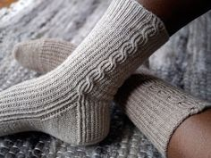 I like these socks...must make. Maybe I'll use my Socks that Rock yarn for these.