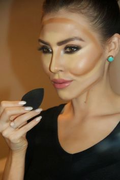 Having a round face myself, I learned these tricks to help certain features stand out. Using these simple techniques, you'll be able to emphasize your angles using bronzer, blush, and highlighter:  BRUSH: Before you can think of contouring, you need the right tools. In my opinion, an angled brush is