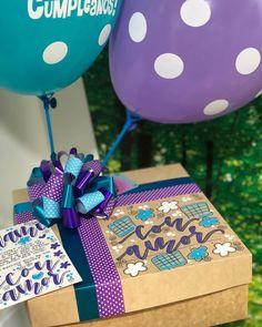 Hermosos y deliciosos desayunos, meriendas y anchetas sorpresa personalizadas! Personalizamos tus ta... #yooying Birthday Diy, Birthday Gifts, Spring Tutorial, Balloon Box, Gift Wrapping Bows, Birthday Traditions, Weird Gifts, Chocolate Bouquet, Diy Crafts To Sell